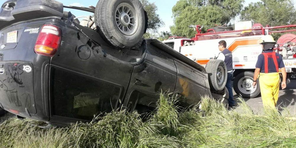 3 heridos deja volcadura en SFR, Aguascalientes