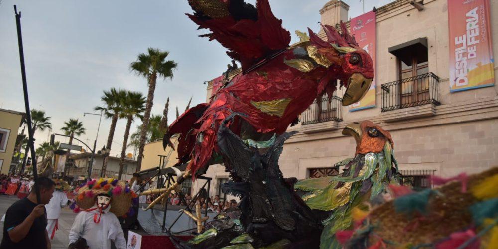 Realizan desfile de la feria de los Chicahuales