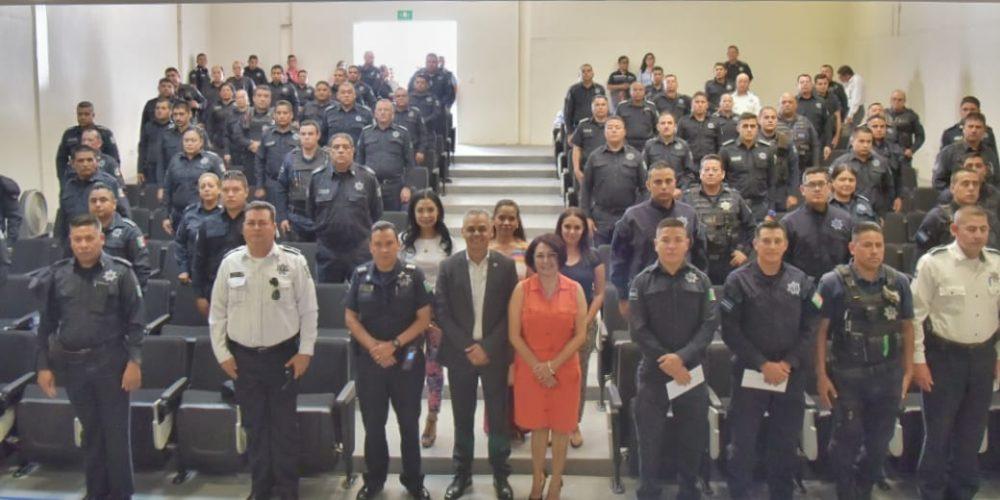 Entrega Noel Matal apoyos a policías de JM para mejora de sus viviendas