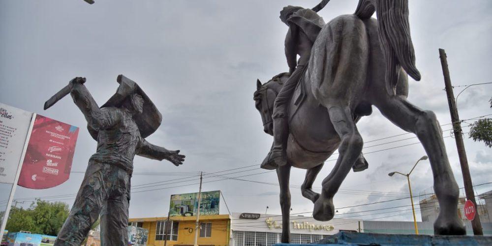 En Jesús María, remueven estatua de El Chicahual tras ser vandalizada