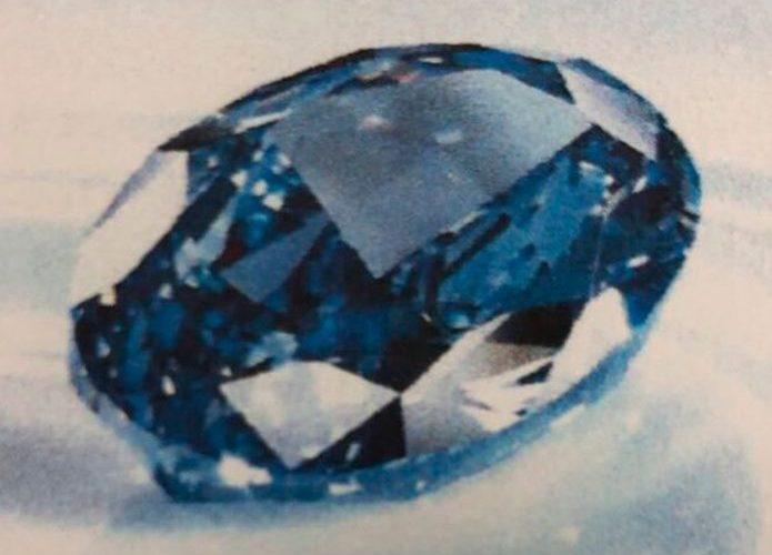 Increíble robo de millonario diamante azul en zapatillas