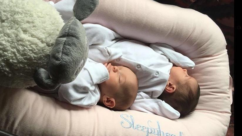 Mujer percibe que está embarazada de gemelos solo cuando da a luz en su baño
