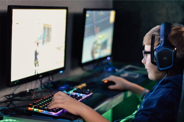 Advierten sobre riesgo en la salud visual de los niños ante el uso excesivo de dispositivos electrónicos