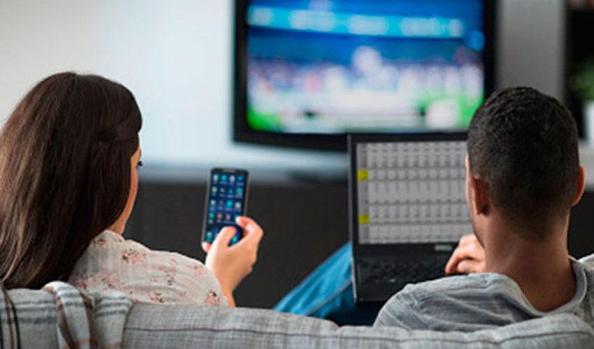 Morena autoriza incrementar cobros en telefonía celular e internet