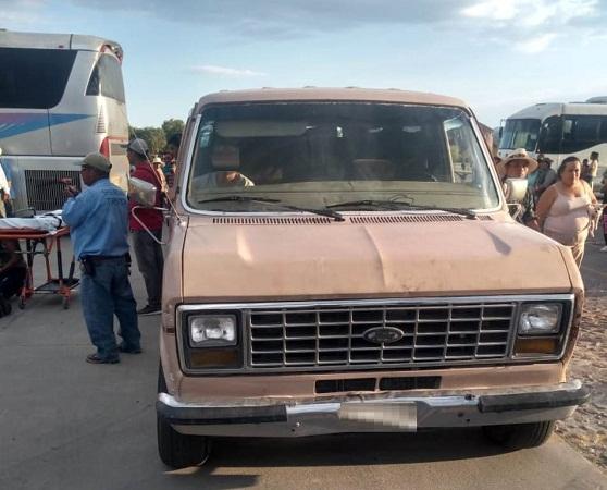 Camioneta atropella a menor de edad en estacionamiento de la presa Calles