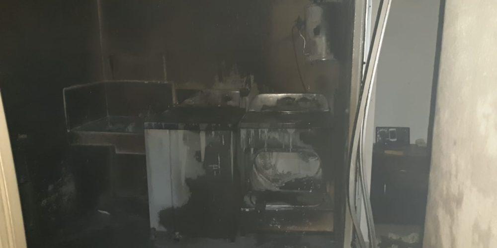 Bomberos sofocan incendio provocado por dos tanques de gas