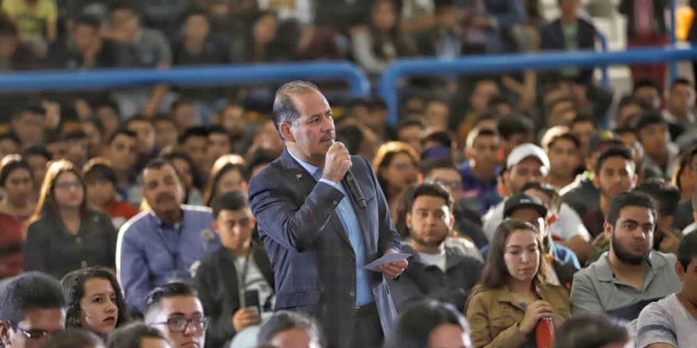 Ante universitarios, MOS presenta resultados en educación