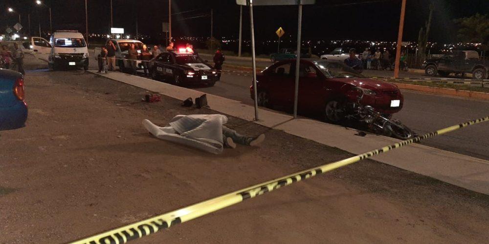 Un muerto y un herido deja choque entre vehículo y moto en Aguascalientes