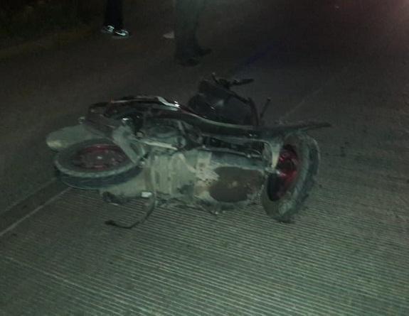 Tras agonía muere motociclista que chocó contra camioneta en Aguascalientes
