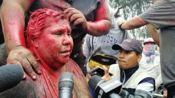 Humillan y atacan a alcaldesa de Bolivia