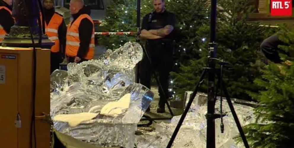 Niño muere tras caerle encima una escultura de Navidad