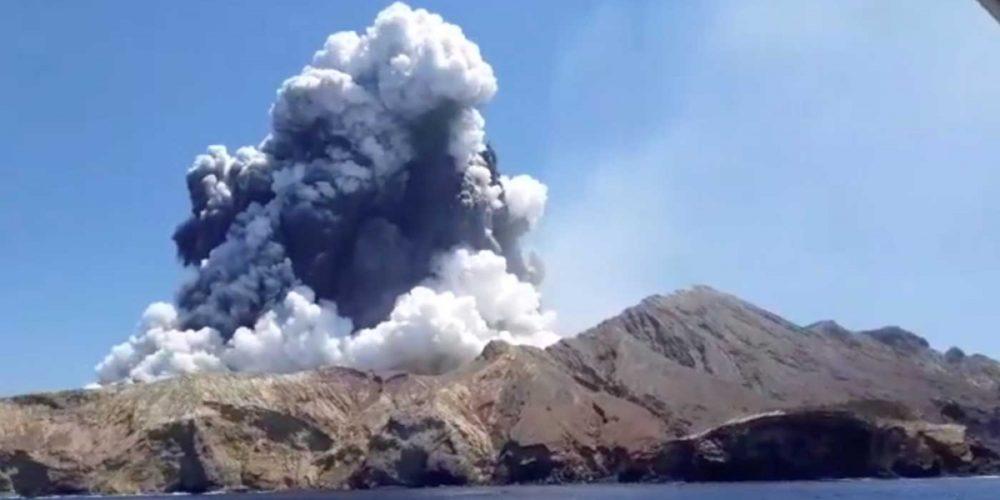 Erupción en volcán de Nueva Zelanda deja 5 muertos y 18 heridos