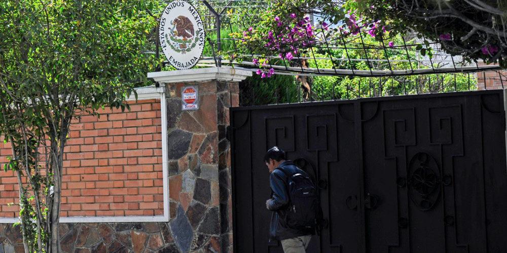 """Bolivia acusa a México de """"tergiversar la verdad"""" en embajada"""