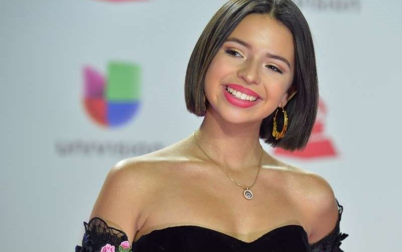 Ángela Aguilar estrena nuevo look