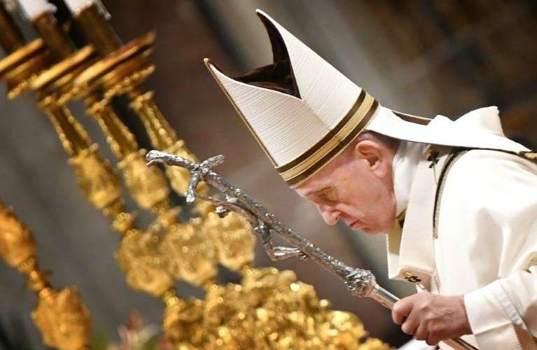 El Papa Francisco invita en Navidad a amar al prójimo para cambiar al mundo