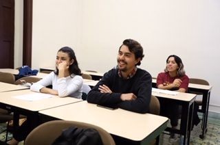 Catedrático de la UAA impulsa el aprendizaje autónomo de estudiantes de cine