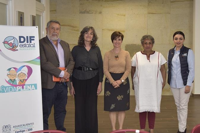 Se reúne presidenta del DIF Estatal de Aguascalientes con directora nacional del INAPAM