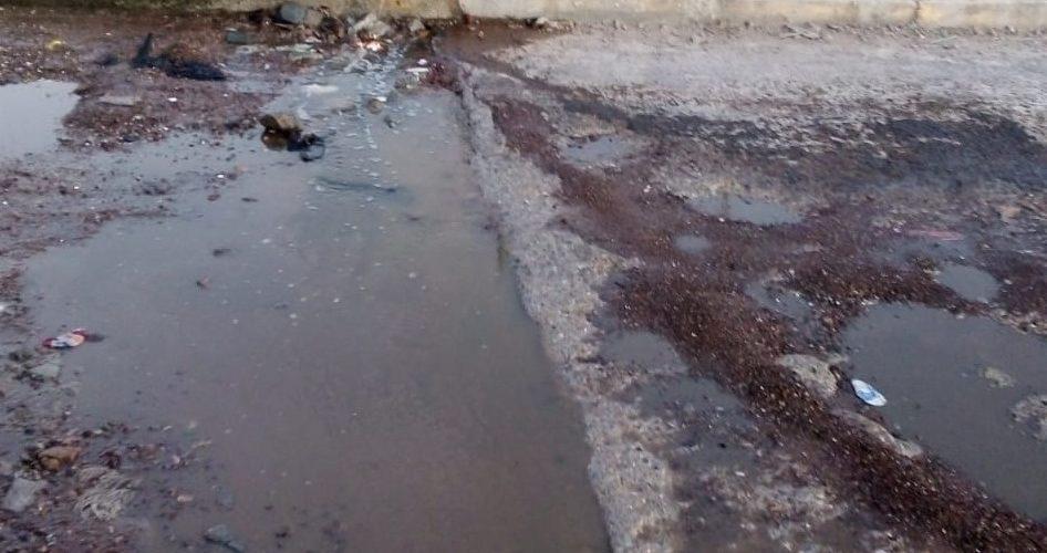 Denuncian brote de aguas negras en la colonia Talamantes, Aguascalientes