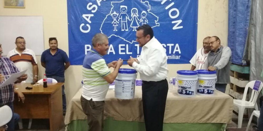 Apoyan a taxistas y choferes de Aguascalientes con materiales para la vivienda