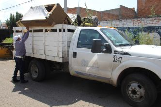 Pide municipio no dejar ramas o muebles en vía pública