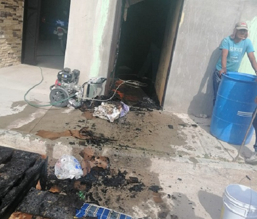Sofocan bomberos incendio en vivienda de Aguascalientes