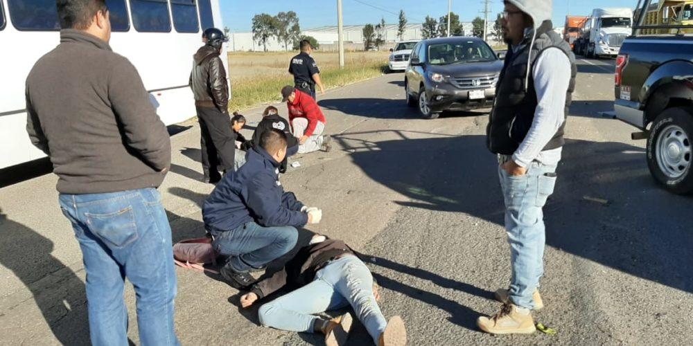 Motociclista y acompañante se accidentan en carretera de Aguascalientes