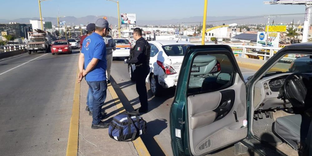 Choque deja 2 heridos en Avenida Aguascalientes oriente
