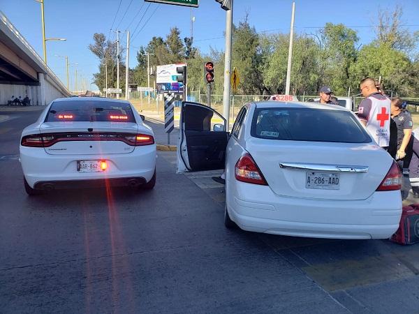 Carambola entre una camioneta y un taxi dejó dos lesionados frente al Cedazo