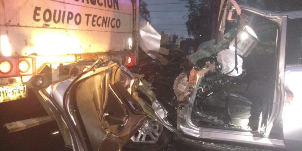 Choque entre trailer y camioneta deja dos lesionados