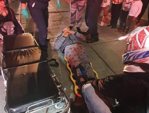 Intentaba cruzar una avenida y motociclista lo atropelló en Aguascalientes