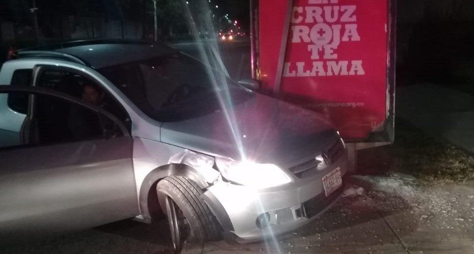 Borracho se estrelló contra una parada de camión en Aguascalientes