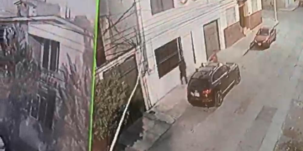 Denuncian robo de una camioneta en la calle Grecia