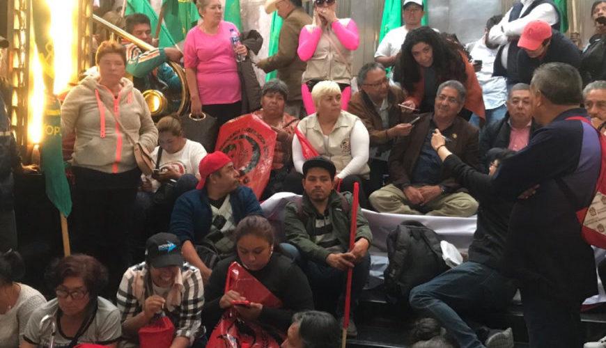Desatan 'Revolución' en Bellas Artes por pintura de Zapata gay
