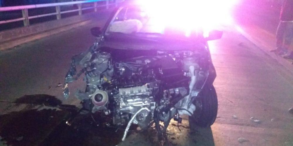 Sujeto destroza su vehículo por veloz, luego huye en Aguascalientes