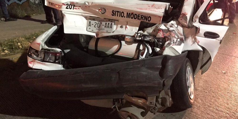 Taxista resulta herido luego de que trailer lo chocara en Aguascalientes