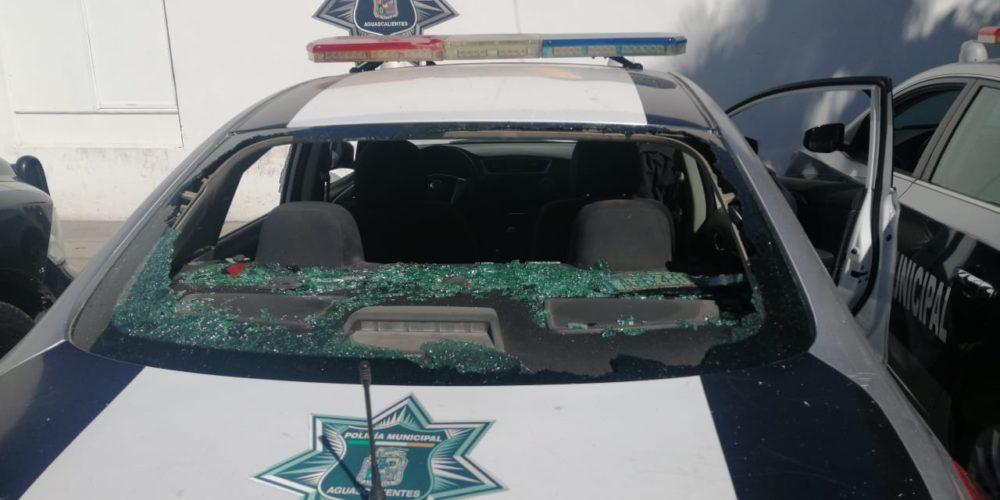 Disturbios entre policías y civiles dejan 4 detenidos y patrullas destrozadas en Aguascalientes