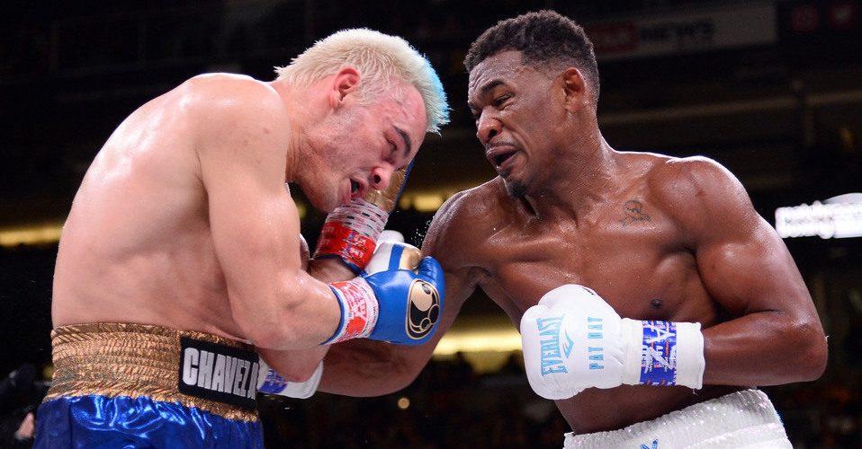 Afición lanza objetos al ring tras pelea Chávez Jr. vs Jacobs
