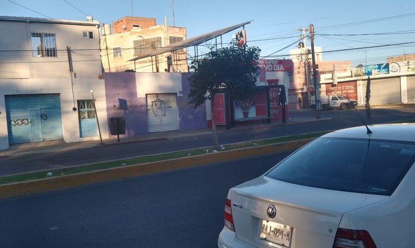 Denuncian mal aspecto de vialidades por basura de maratón en Aguascalientes