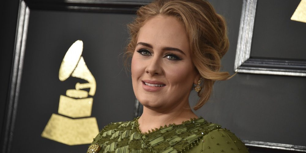 Adele lució irreconocible en fotografía navideña