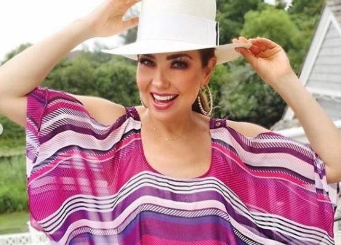 Thalía presume su ejercitado cuerpo en redes sociales