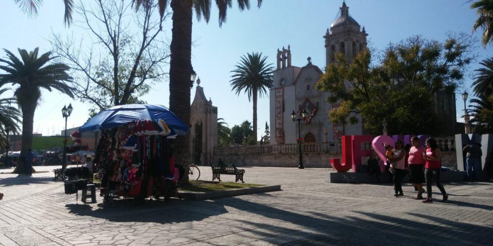 Comerciantes semifijos dañan estética y ventas de la plaza principal de Jesús María: Ayuntamiento