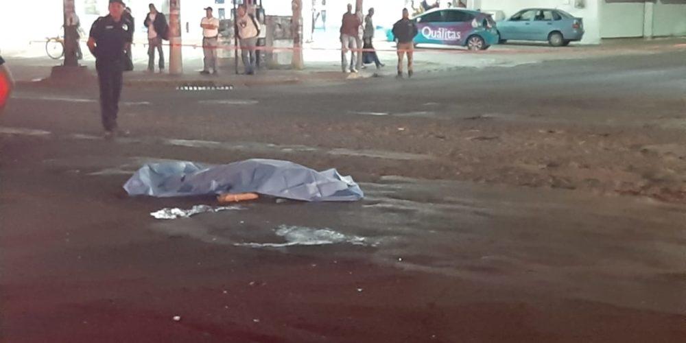 Atropello doble deja un muerto y un lesionado frente a la Prepa Petróleos