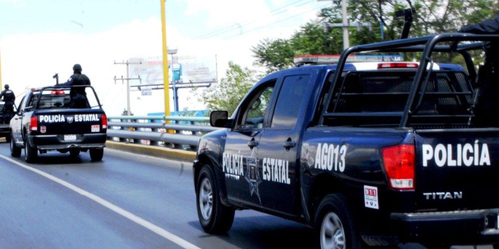 Detienen a sujeto que conducía vehículo en cuyo interior se detectó droga y 11 cartuchos