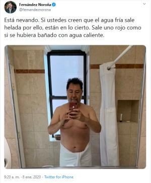 """Fernández Noroña sube foto en toalla y desata """"memes"""""""
