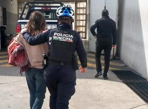 Policías auxilian a joven reportada como desaparecida en Aguascalientes