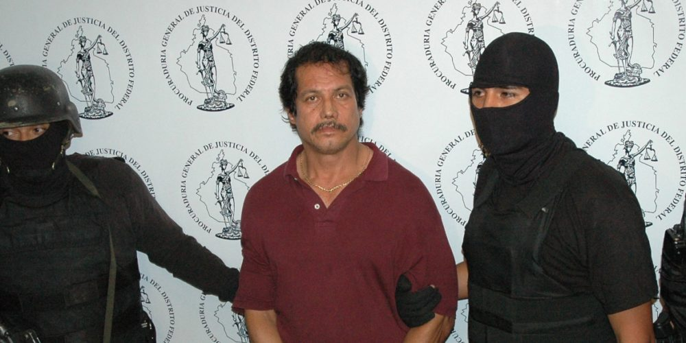 MEXICO, D.F. 12JULIO2005.- Alfredo R'os Galeana fue presentado en la Procuradur'a General de justicia del Distrito Federla tras haber sido reaprehendido en Los çngeles california en coordinaci—n con la PGR y autoridades de E.U.A. Quien el 22 de diciembre de 1986 se fug— del Reclusorio Preventivo Sur. FOTO: Iv‡n Stephens/CUARTOSCURO.COM