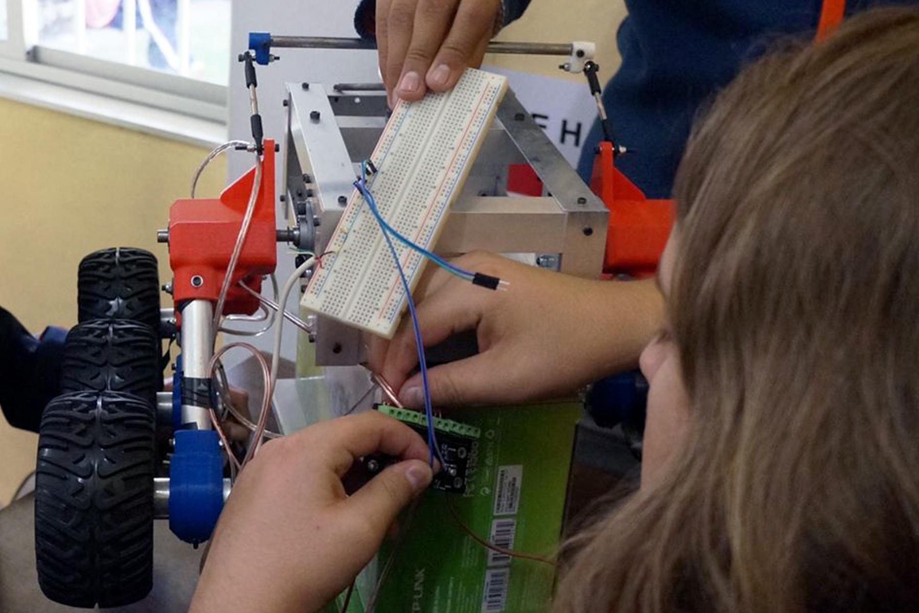 """Estudiantes de Aguascalientes trabajan """"misión espacial"""" en sus aulas"""