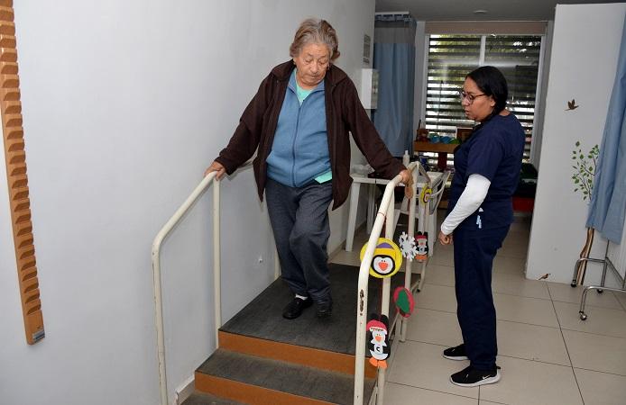 Brinda DIF Municipal rehabilitación física a adultos mayores