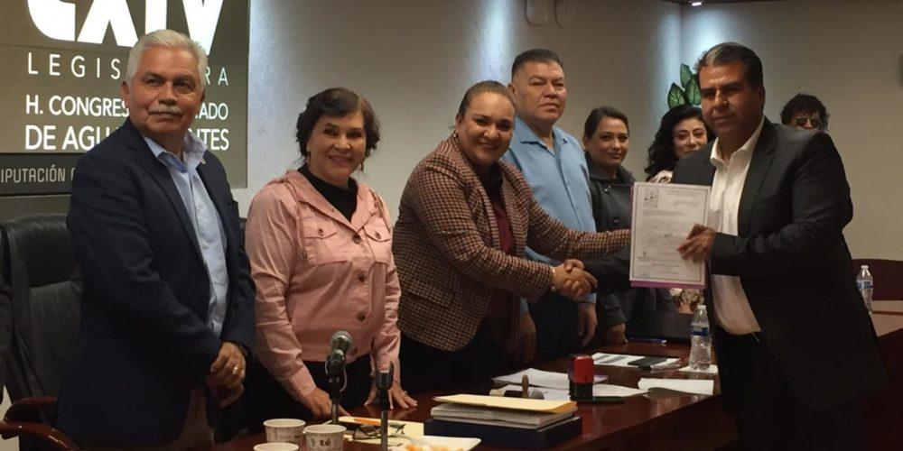 Entrega Pabellón de Arteaga su Plan de Desarrollo al Poder Legislativo