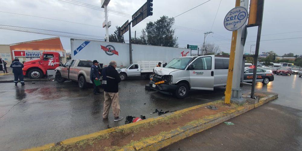Borracho conductor destruyó 3 vehículos en Aguascalientes